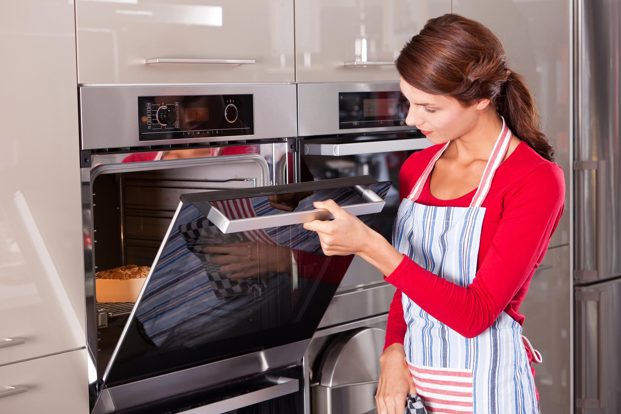 A konyhabútor tervezése során vegyük figyelembe, hogy hol szeretnénk elhelyezni a sütőt.