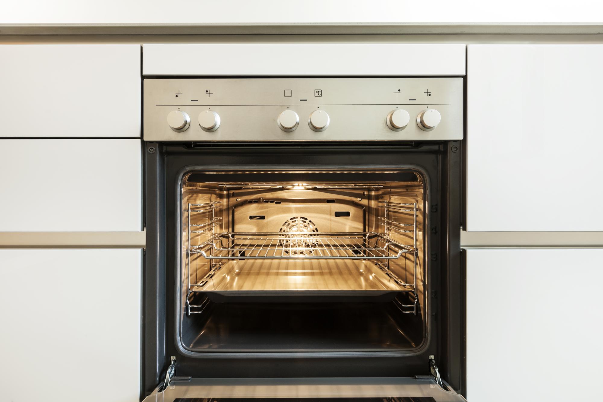 A konyha felújítása során, már jó előre érdemes kiválasztani, milyen sütőt és főzőlapot szeretnénk.